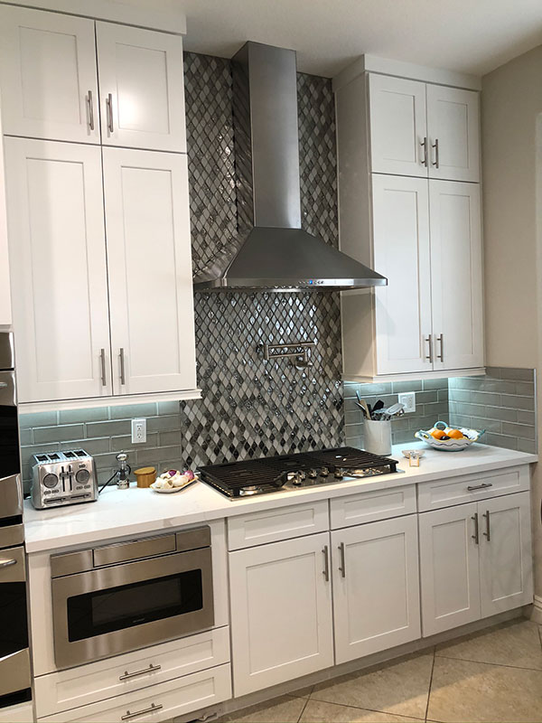 Kitchen Hood & Backsplash